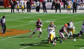 Brian Hoyer picking apart the Steelers.