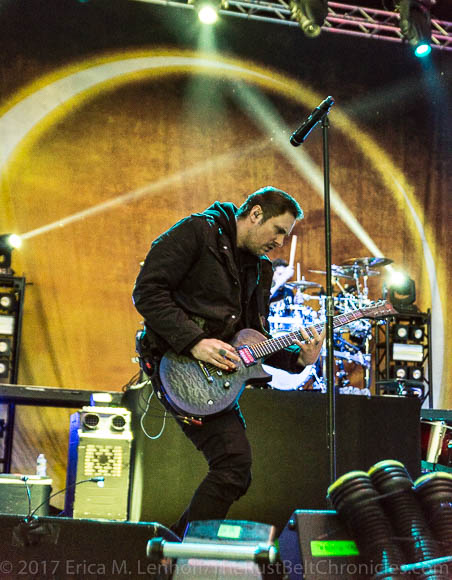 breaking benjamin red and mangrenade rocked it at express live the rust belt chronicles. Black Bedroom Furniture Sets. Home Design Ideas