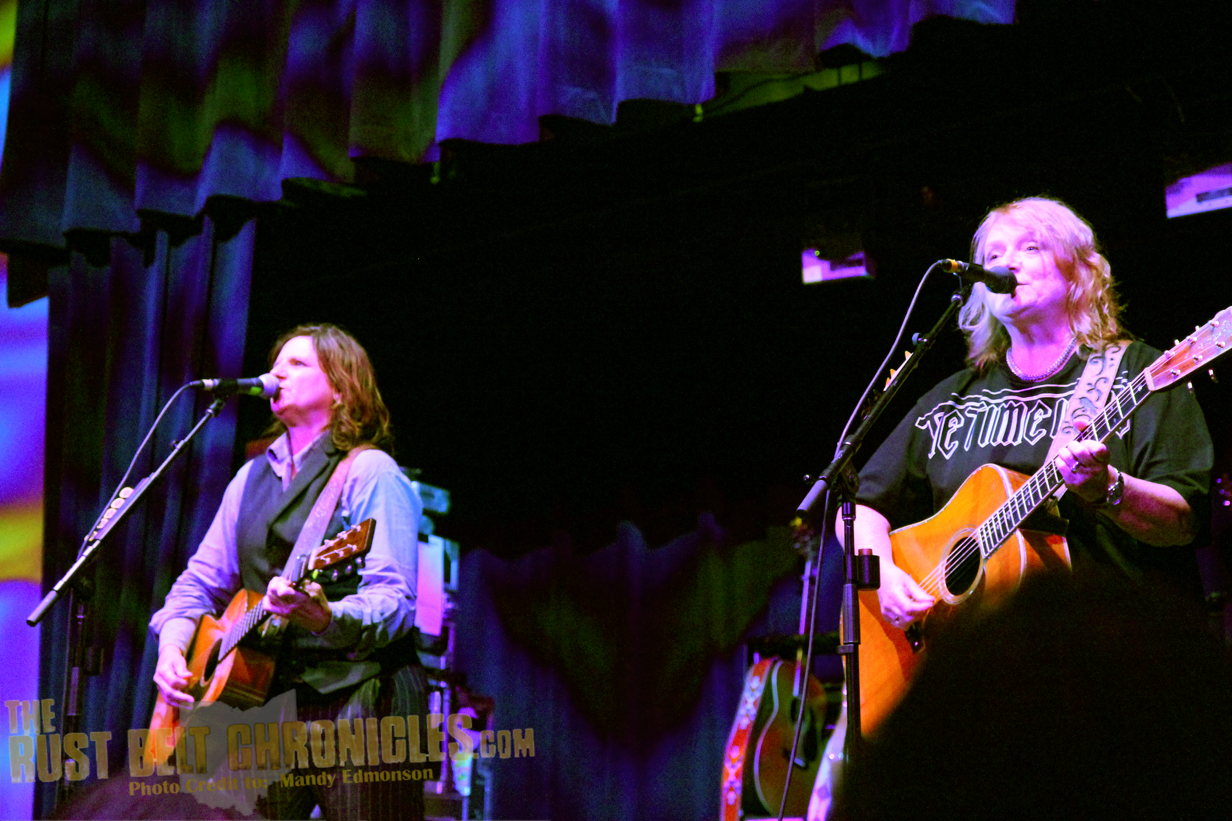 Concert Review The Indigo Girls Live At The Music Box Supper Club